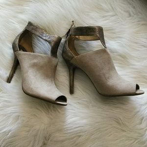 New without tags, Sam & Libby peep toe shootie